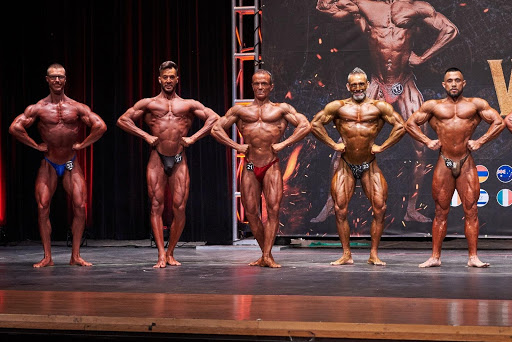 Pose body building
