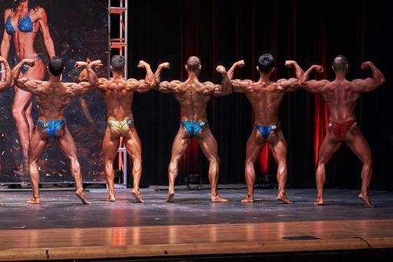 Pose bodybuilding: Doppio bicipite di schiena