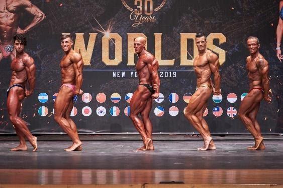 Pose bodybuilding: tricipiti laterali