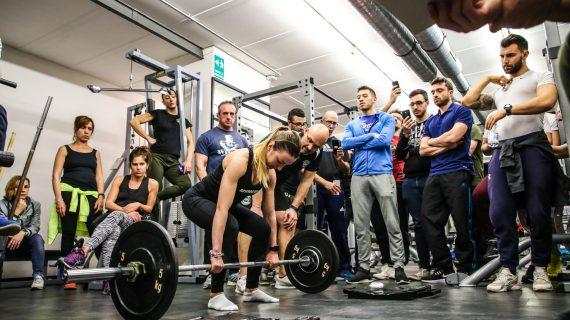 Il body building femminile non è la femminilizzazione dell'allenamento di un uomo… ma molto molto di più